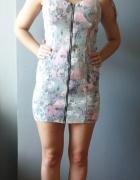Sukienka z jeansu w kwiaty...