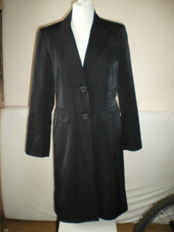 Czarny płaszcz jesienny wiosenny...
