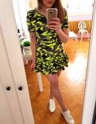 Neonowa sukienka tunika moro falbanka S 36