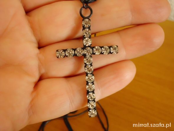 Krzyż z cyrkoniami naszyjnik