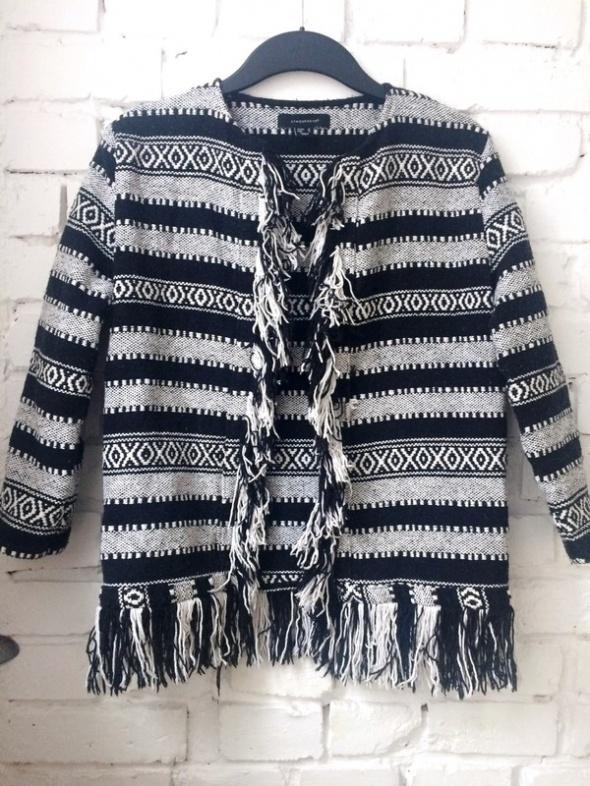 Sweterek z frędzlami Atmosphere...