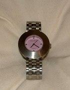 zegarek na srebnej bransolecie...