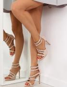 Sandały na szpilce zdobione