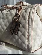 Parfois biała pikowana torebka kuferek brelok złoty