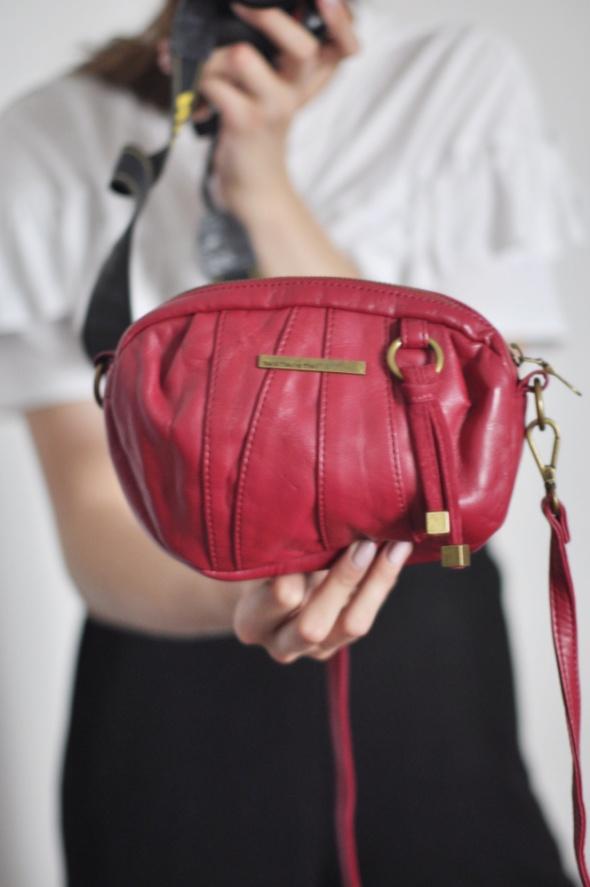 defd1e7516434 Torba torebka na długim pasku na ramię czerwona bordowa mała mini długi  pasek