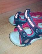 Świecące sandałki 23