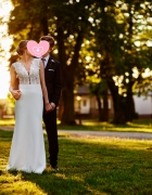 Elegancka i prosta suknia ślubna