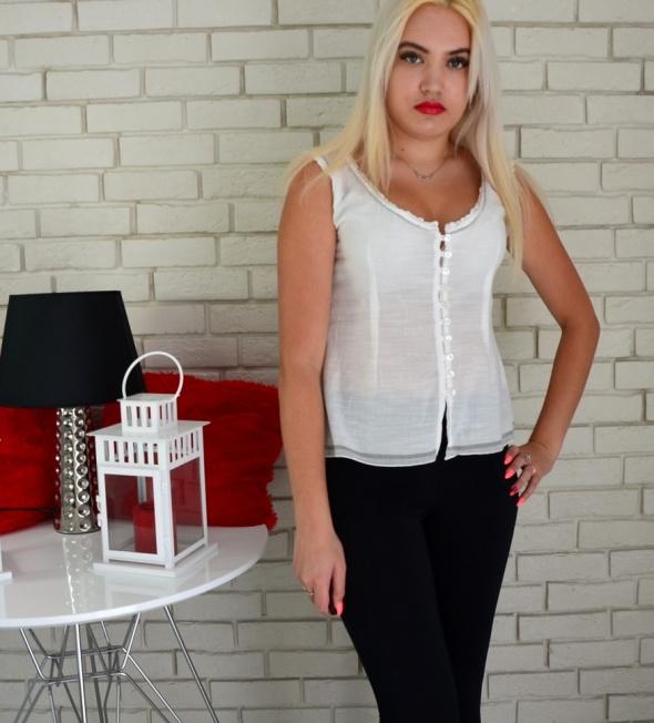 Koszule Delikatna biała bluzeczka zapinana na guziki