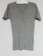 Szary t shirt w prążki z guziczkami Zara