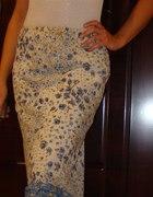 Urocza długa białoniebieska kwiecista spódnica S36
