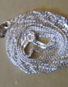 srebrny łańcuszek skręcany