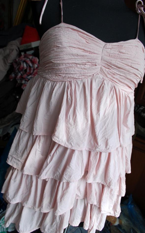 Suknie i sukienki falbanowa zwiewna pudrowa mini sukienka HM