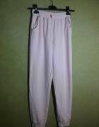 Jasno różowe spodnie dresowe ze ściągaczami 158 16