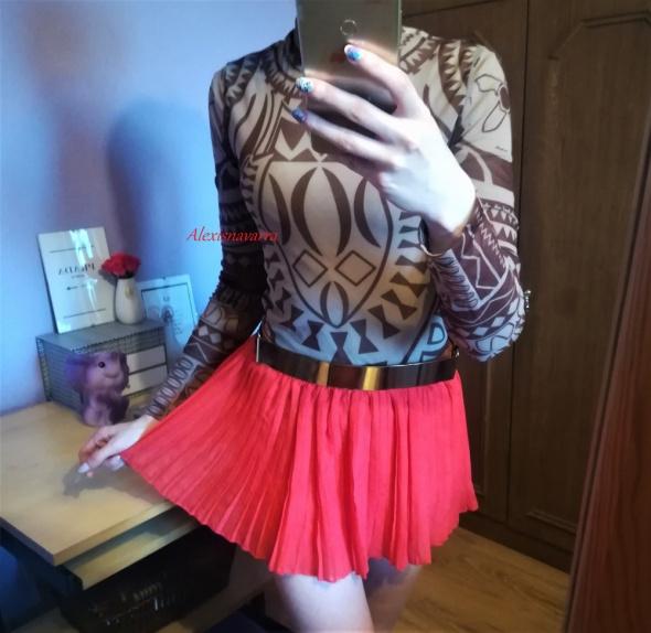 cudna czerwona plisowana spódniczka