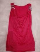 Różowa bluzka z ozdobnymi kółkami