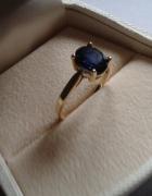 złoty pierścionek z szafirem Apart...