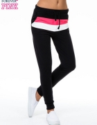 Czarne spodnie dresowe z kolorową wstawką