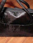 Mała czarna z połyskiem torebka