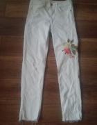 Zara białe spodnie jeansy haft kwiaty 36 s...
