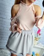 Pudrowy róż bluzka odkryte ramiona wyciecia