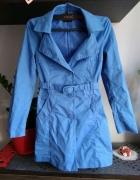 piękny chabrowy płaszcz Benetton