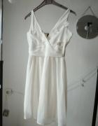 Sukienka ecru z naszywanymi kwiatami dekolt V Vero moda S 36