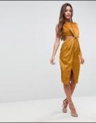 Sukienka w miodowym kolorze z wycięciem
