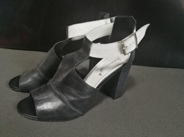 Buty na obcasie skórzane...