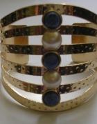 Złota bransoletka z niebieskimi kamyczkami perełk