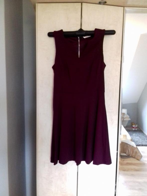 Śliczna bordowa sukienka...
