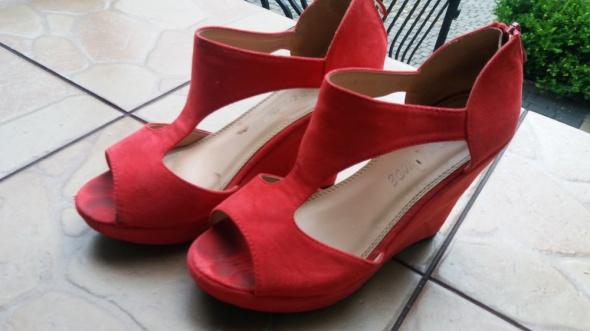 Czerwone Cudne Sandalki
