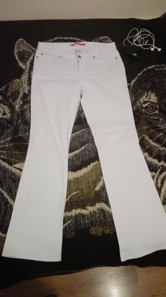 Białe jeansy GAP...