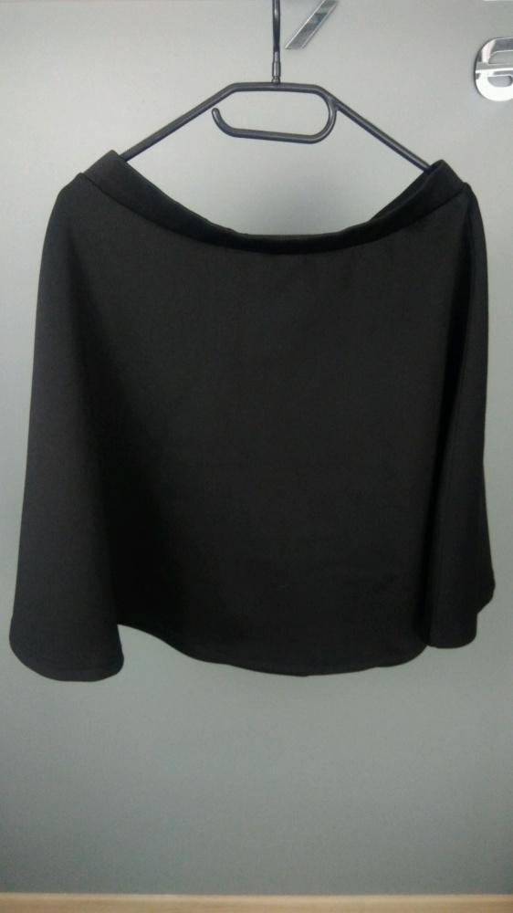 czarna rozkloszowana sukienka