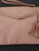 pudrowa torebka kopertówka i na ramię