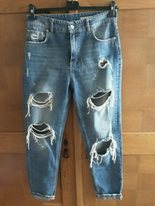 Spodnie Boyfriend jeans dziury Zara