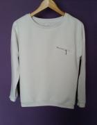 Biała wytłaczana bluza Sinsay