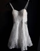 Śliczna delikatna biała sukienka...