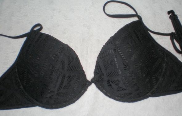 czarna ażurowa góra od bikini...