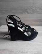 Czarne sandały wiązane na koturnie DeeZee 39...