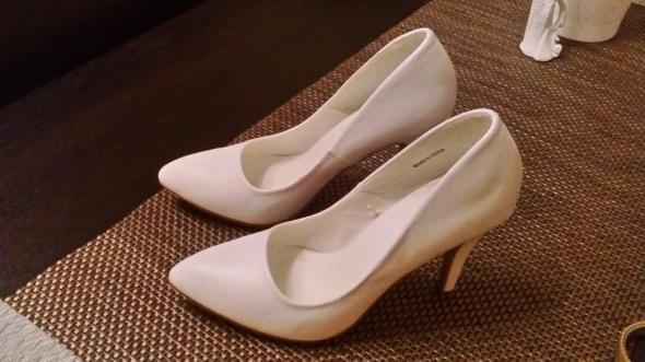 13454c2416913 Nowe buty białe ślubne 39 w Buty ślubne - Szafa.pl