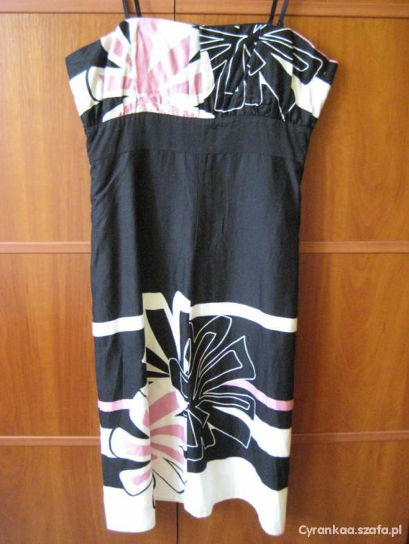 Suknie i sukienki Czarna w kwiatowy deseń