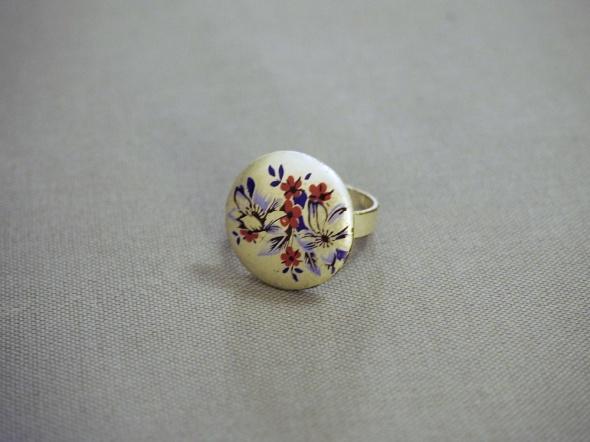 pierścionek z malunkiem C&A...