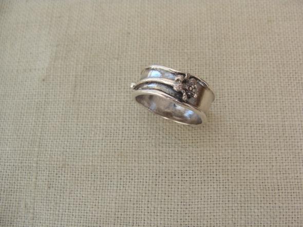 Pierścionki Pierścionek srebrny z kwiatkiem