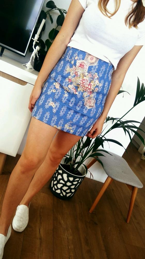 Spódnice śliczna niebieska spódnica mini Zara wzorki