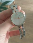 elegancki zegarek koloru srebrnego z dodatkiem różowego złota