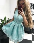Rozkloszowana sukienka z koronka