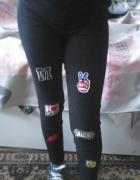 Czarne spodnie rurki xs s naszywki wysoki stan