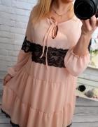 zwiewna sukienka pudrowy roz koronka