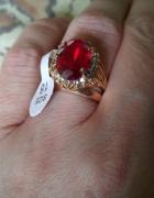 Pierscionek z rubinem i diamentami