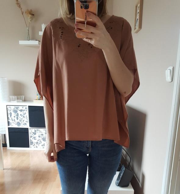 Bluzki zwiewna bluzka z ażurowym dekoltem